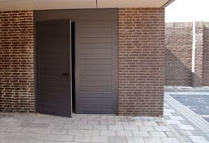 m menuiserie portes de garage battantes. Black Bedroom Furniture Sets. Home Design Ideas